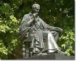 Statue de Rousseau par Pradier sur l'île Rousseau à Genève.