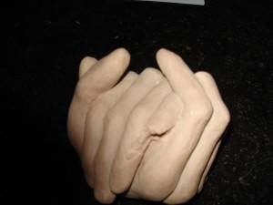 mains sculptées par Anne Barrucand.